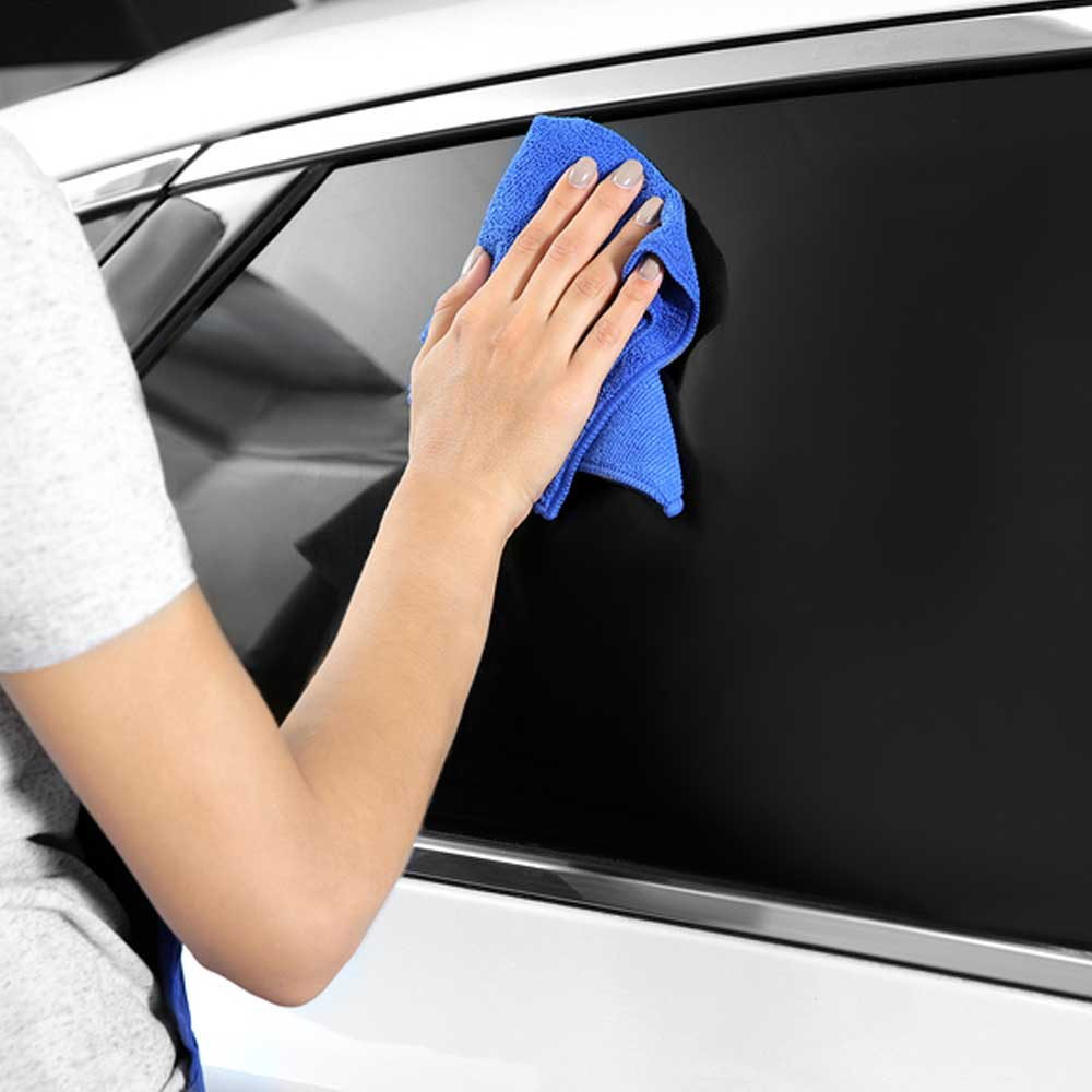 woman-tinting-car-window-in-snellvlle-ga